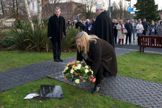 Renfrewshire Provost Lorraine Campbell laying a wreath at the memorial tree
