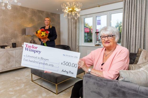 Taylor Wimpey sales executive Suzanne McCall (left) presented the cheque to Jeanette Anderson