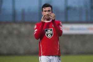Stevie Mallan finalised his move to English Championship side Barnsley on Thursday