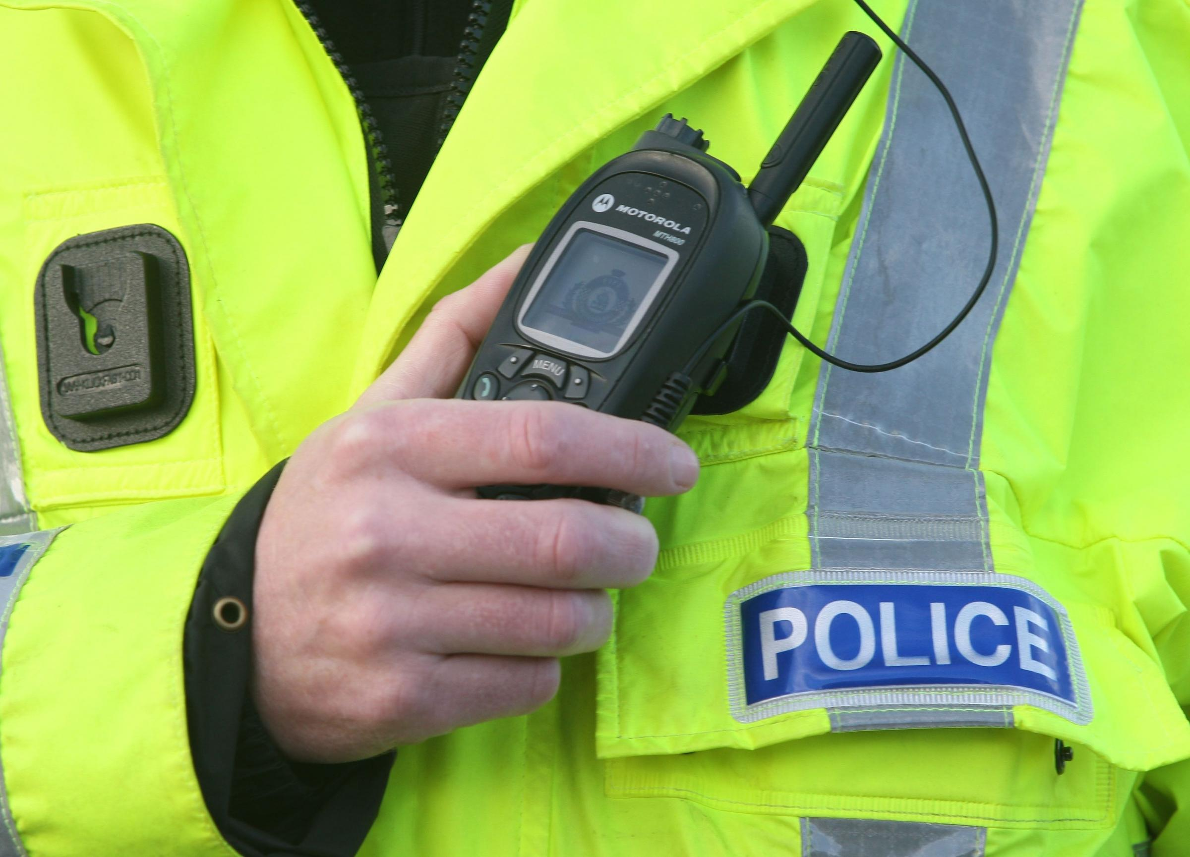 Police hunting thug who robbed teenager in Paisley