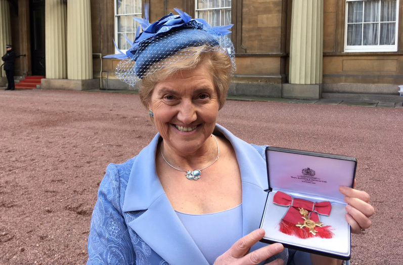 Very Rev Dr Lorna Hood receiving her OBE at Buckingham Palace