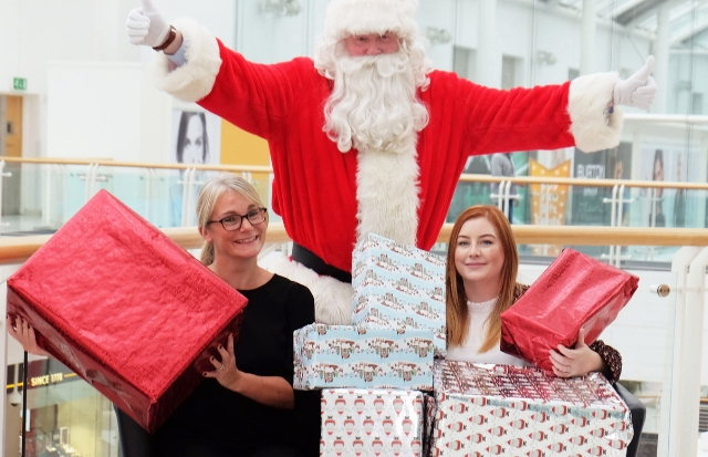 Shopping centre teams up with Renfrew woman to bring Christmas cheer to the less fortunate