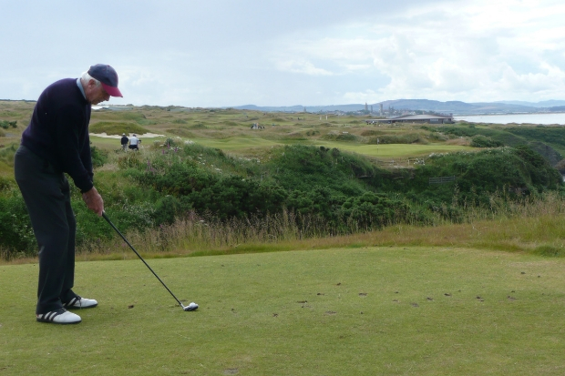 Royal seal of approval for Kilbarchan man's services to golf